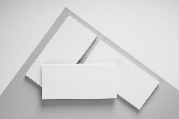 コピースペースとパッケージのチョコレートバーの多くの上面図