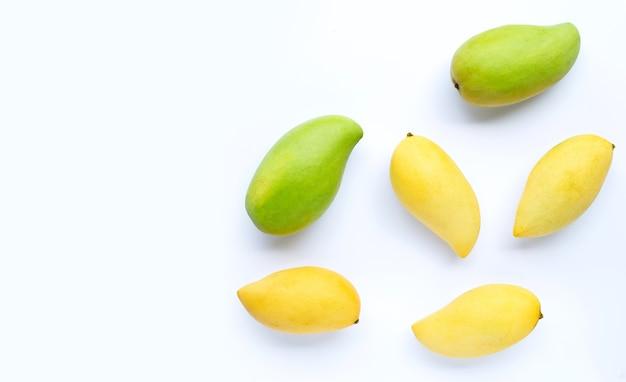 Вид сверху манго. копировать пространство