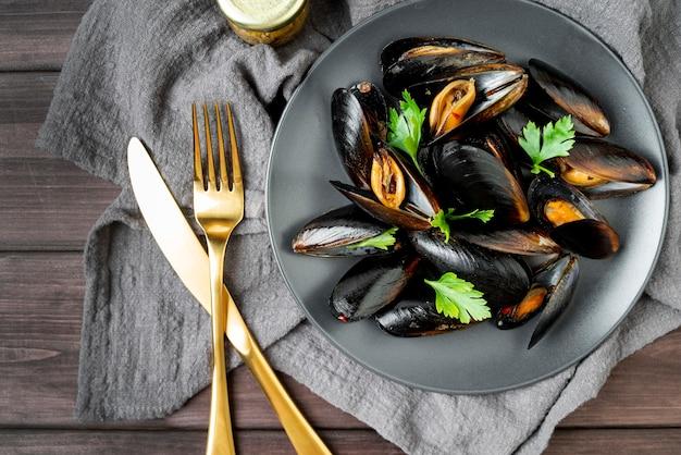 Вид сверху средиземноморского блюда