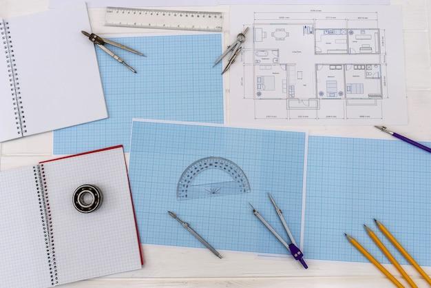 家の計画とミリ方眼紙の上面図