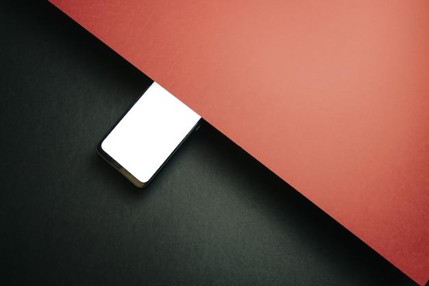 Вид сверху пустого шаблона экрана мобильного телефона на черном и красном фоне с копией пространства, минимальный дизайн, формы, красочный фон, молодой стиль, флаг транссексуалов,