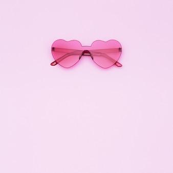현대 하트 모양의 선글라스의 상위 뷰
