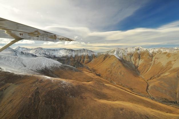 Вид сверху на гору вокруг озера текапо