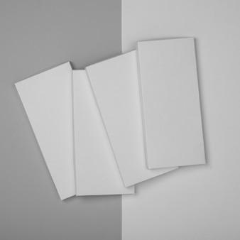 複数の空白のチョコレートバーのパッケージの上面図