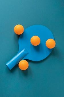 ボール付きの新しいピンポンパドルの上面図
