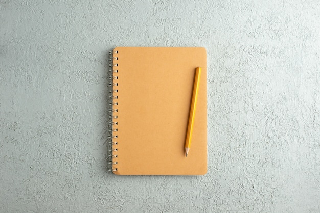 ノートと鉛筆の上面図
