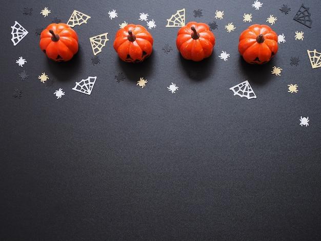 黒、フラットレイアウトにオレンジ色のカボチャ、白いクモ、黄色のweb形状の平面図