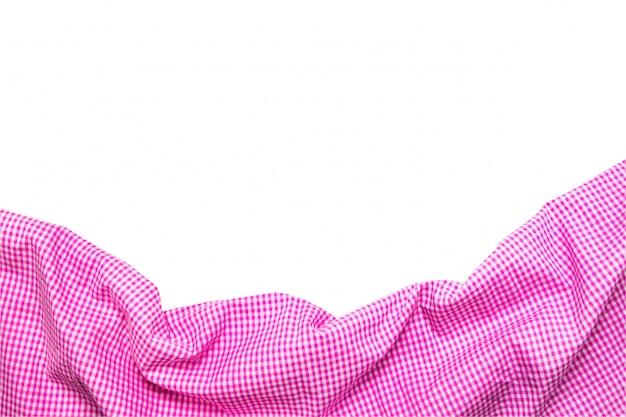 Вид сверху розовой клетчатой салфетки, изолированной на белом фоне