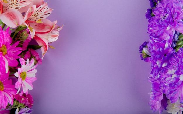 Вид сверху розового белого и фиолетового цвета статицы альстромерии и хризантемы на сиреневом фоне с копией пространства