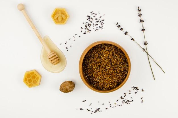 Вид сверху пыльцы в миске