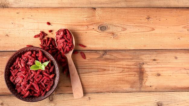 빨간 말린 과일의 상위 뷰