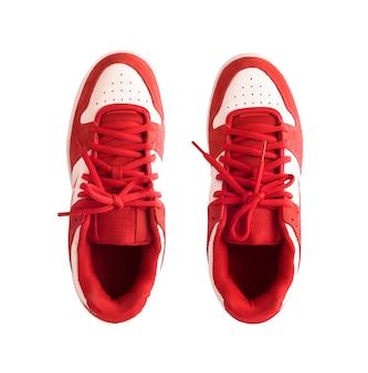 白い背景で隔離の赤い半靴またはスケート靴の上面図