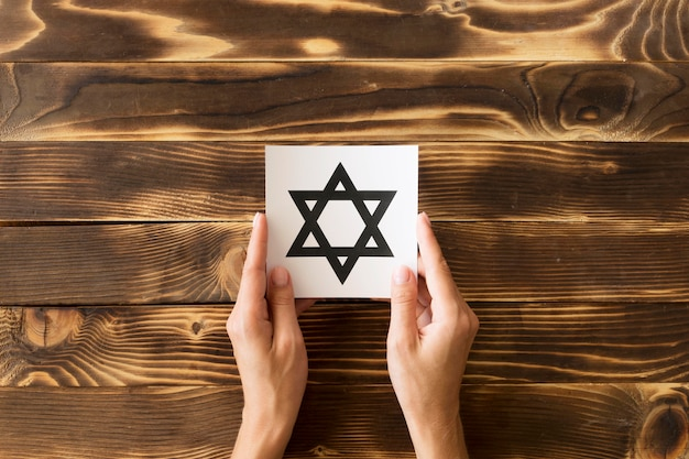 Вид сверху религиозного символа звезды давида