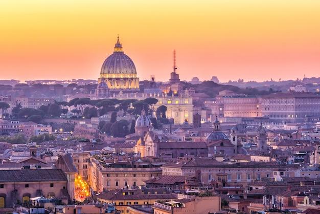 Вид сверху на город рим из замка сант-анджело, италия.