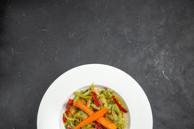 サラダの上面図野菜と食欲をそそるサラダ