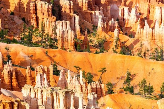 브라이스 캐년에서 사암 산의 상위 뷰