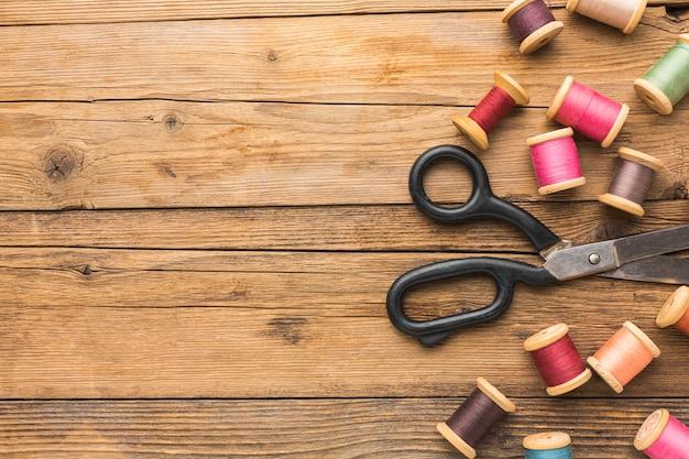 糸とコピースペースのはさみの上面図