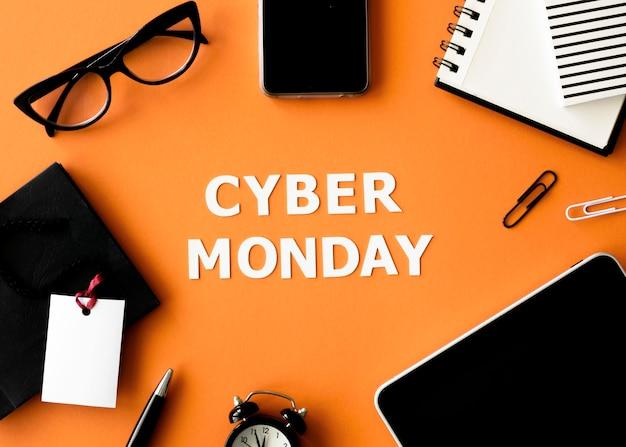Вид сверху смартфона и планшета для кибер-понедельника