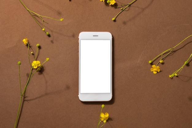 花とスマートフォンの上面図