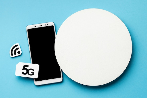 Wi-fiシンボルとsimカードとスマートフォンの上面図