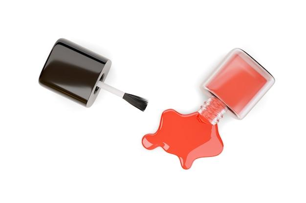 Вид сверху пролитой красной бутылки лака для ногтей, изолированной на белом.