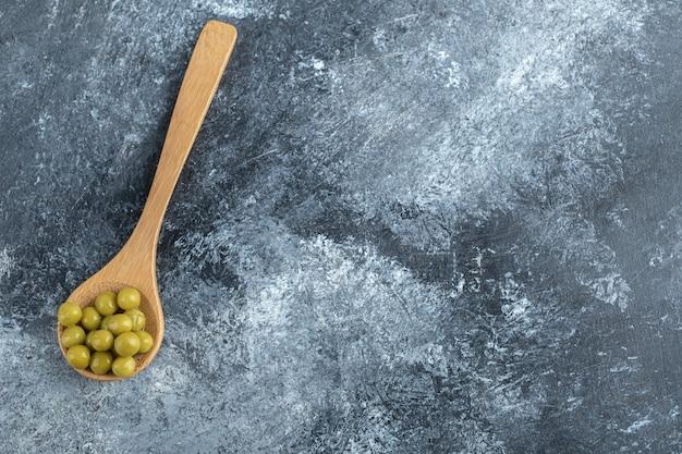 スプーン缶詰エンドウ豆の上面図