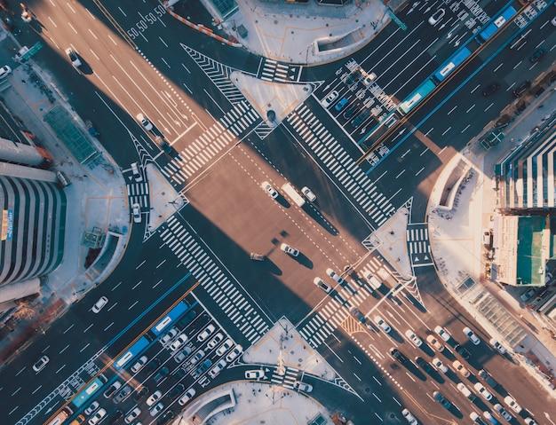 서울 교차로에서 일몰의 상위 뷰