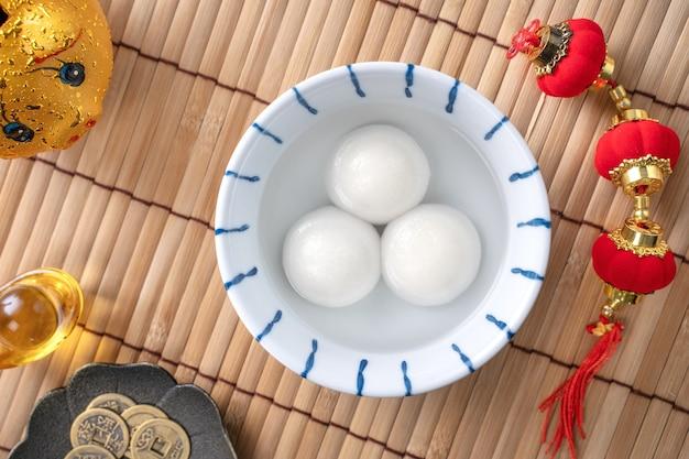 중국 음력 새해 축제 음식에 대한 탕 위안의 상위 뷰