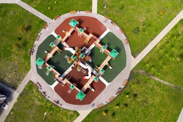 Вид сверху на новую площадку в новом районе минска