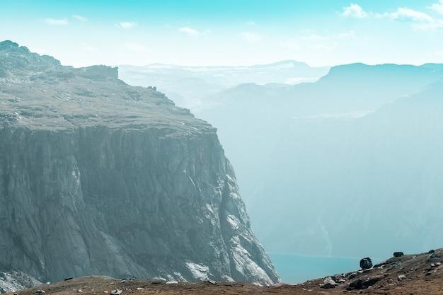 Вид сверху на норвежский фьорд