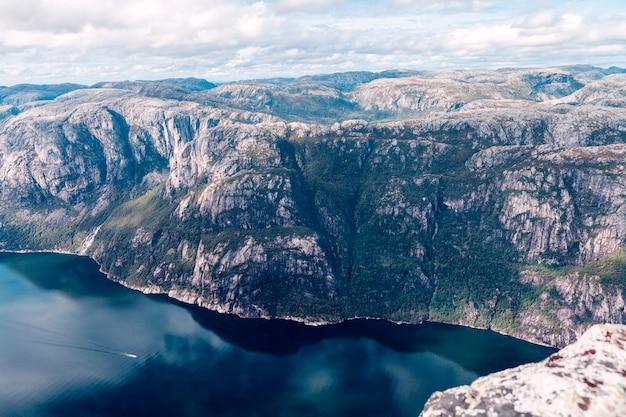노르웨이 피요르드의 상위 뷰