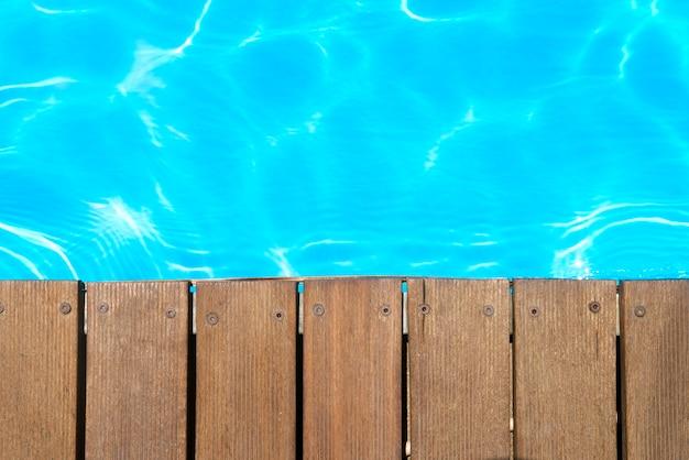 スイミングプールの上面図