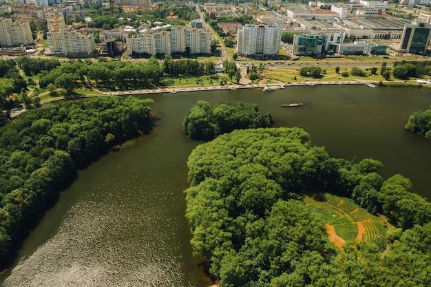 ミンスクの勝利公園とスヴィスロチ川の平面図。ミンスクの街と公園の複合施設の鳥瞰図。ベラルーシ。