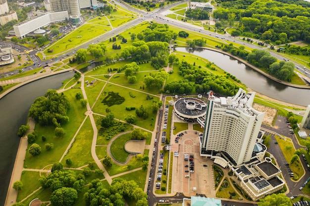 ミンスクのビクトリーパークとスヴィスロチ川とホテルの平面図