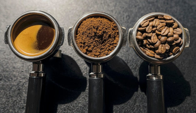 Вид сверху трех чашек кофе-машины