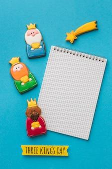 エピファニーの日のノートと流れ星を持つ3人の王の上面図