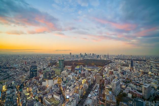 日本の美しい夕日と東京の街並み(新宿と渋谷)エリアの平面図。