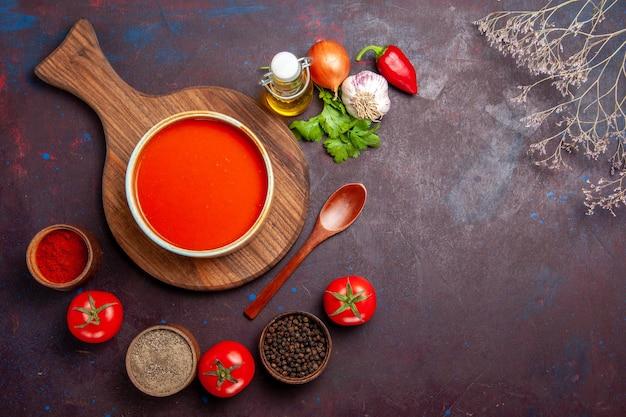 블랙에 조미료와 토마토 수프의 상위 뷰