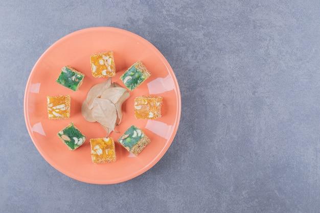 ピーナッツを使った伝統的なトルコ菓子の上面図。