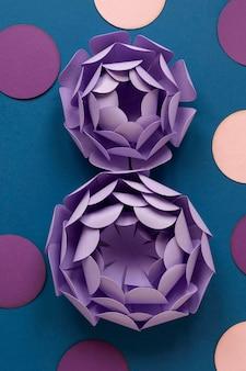 女性の日のための2つの紙の花の上面図