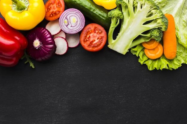 Вид сверху овощной концепции с копией пространства