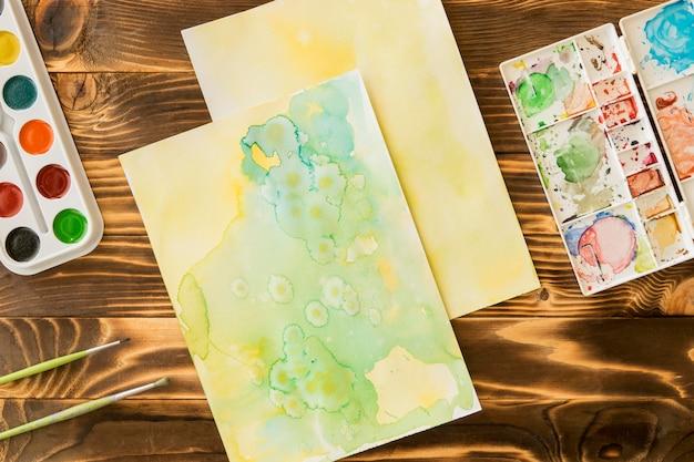 絵画と水彩セットのトップビュー