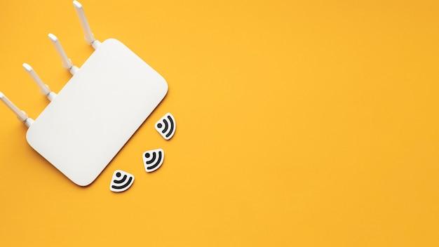 Вид сверху wi-fi роутера с копией пространства