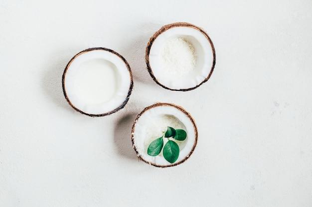 흰색 바탕에 코코넛에 상위 뷰