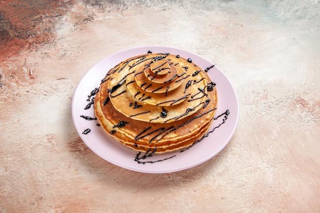 プレート上のおいしいパンケーキの上面図