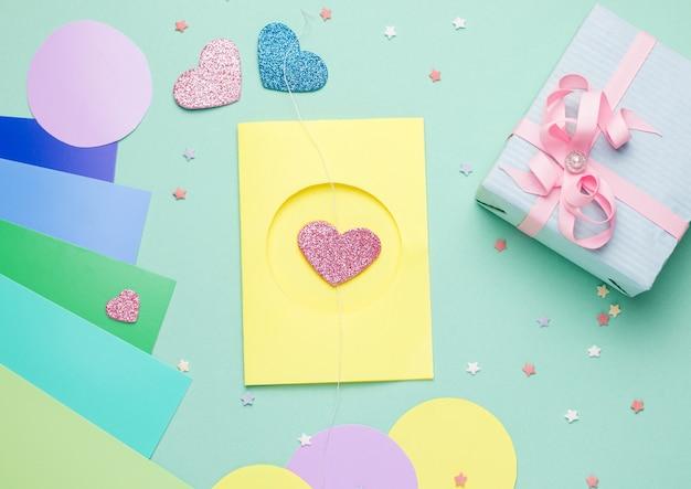 Вид сверху на открытку своими руками пошагово с сердечками