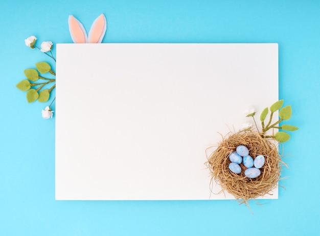 Вид сверху на яйца в концепции гнезда
