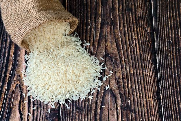 원시 흰 쌀 곡물에 대한 상위 뷰