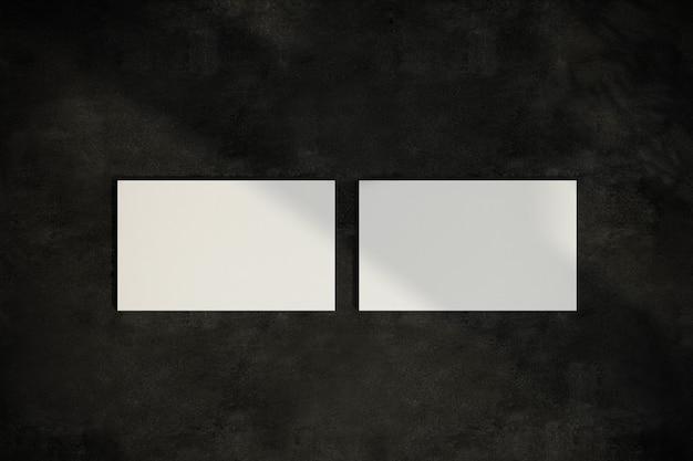 分離された白い名刺の上面図