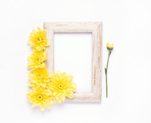 黄色い花と木枠の上面図